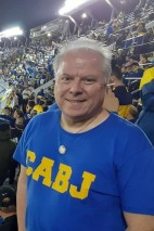 "A half-time photo. Colour me happy. Did someone say ""Chris Axon Boca Juniors""? It felt that Boca should be my team, with the colours, the year of foundation, the fact that I knew of a Chelsea supporter who was a socio there for a while. The badge I am wearing is one of his joint Chelsea / Boca badges. But I know how odd it is in choosing a team. I never buy into that ""a team chooses"" you nonsense. But for a first game, Boca certainly made an impression."